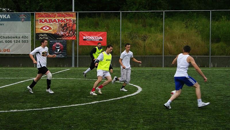 2012 minut grania w piłkę nożną za nami